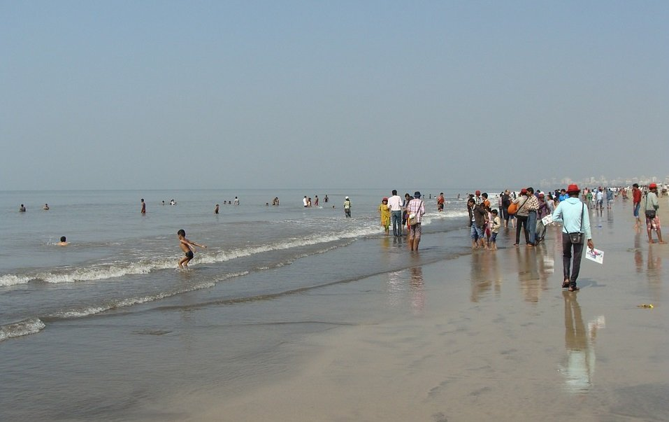 over-50-people-by-getting-killed-on-juhu-beach-by-a-heroic-man-saved-be-an-inspirer