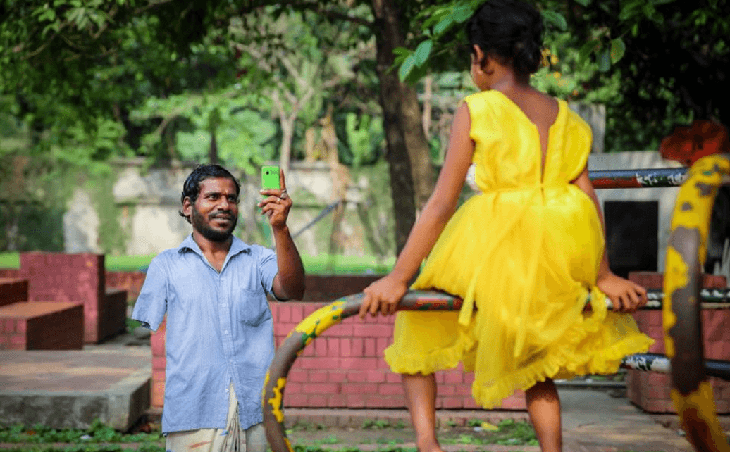 MD-Kawsar-Hossain-who-spent-2-years-begging-on-the-streets-just-to-see-a-smile-on-his-daughters-face