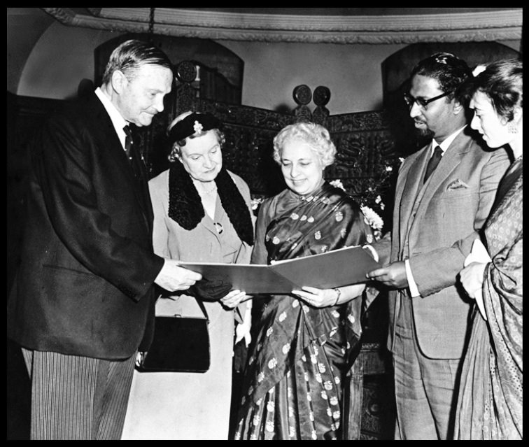 Mihir-Sen-receiving-certificate-from-Lord-Freyberg-Be-An-Inspirer