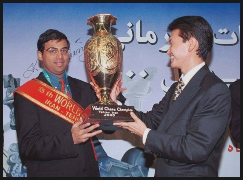 Viswanathan-Anand-receiving-15th-World-Chess-Champion-Trophy-in-2000-Iran-Be-An-Inspirer